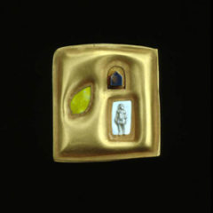 5.41 'Happy Days' 1991. Brooch; white metal (gold plated), enamel